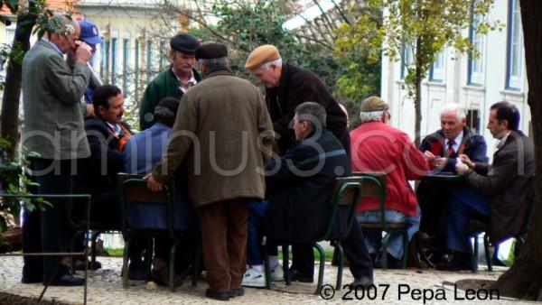 Lisboa, abuelos jugando