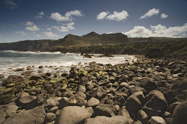 açores beach by day