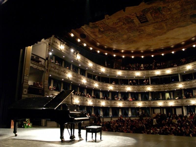 El piano   /   The piano