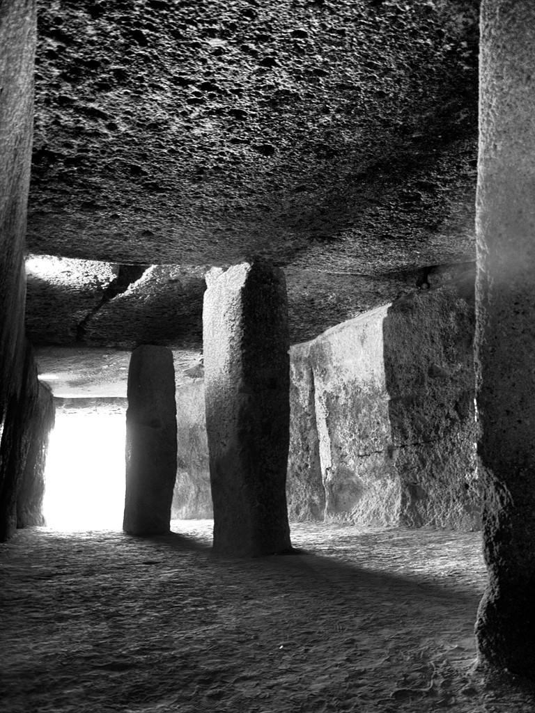 La Cueva   /   The Cave