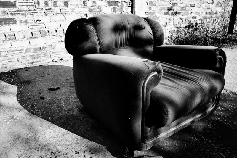 El sillón   /   The armchair