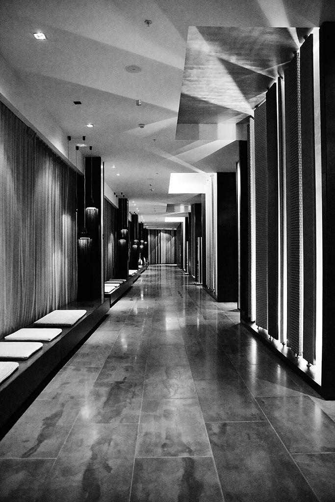 El Pasillo   /   The Hallway