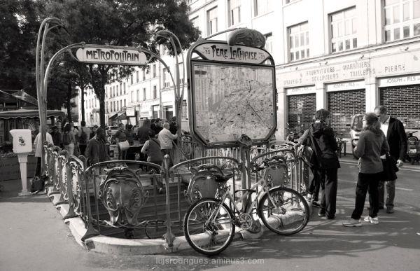 Metro Paris Père Lachaise