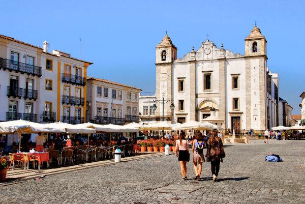 evora portugal praca do giraldo