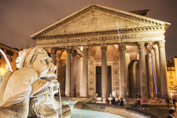 Fontana del Pantheon Rome