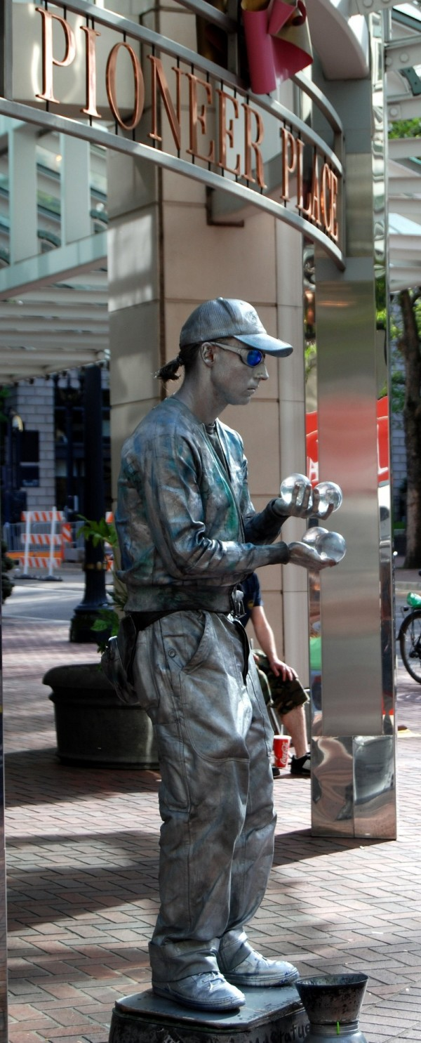 Silver Mime @ Pioneer Place Mall Portland Oregon