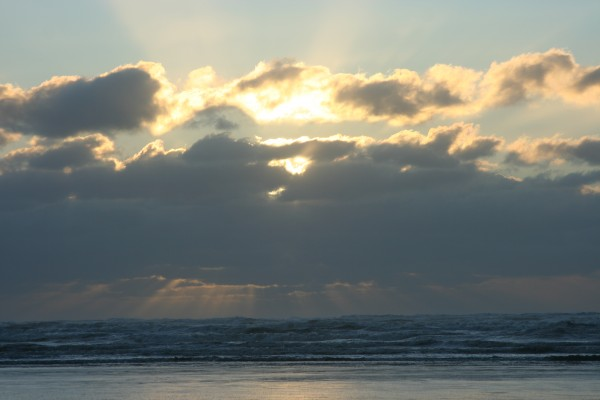 Setting sun over Pacific Ocean