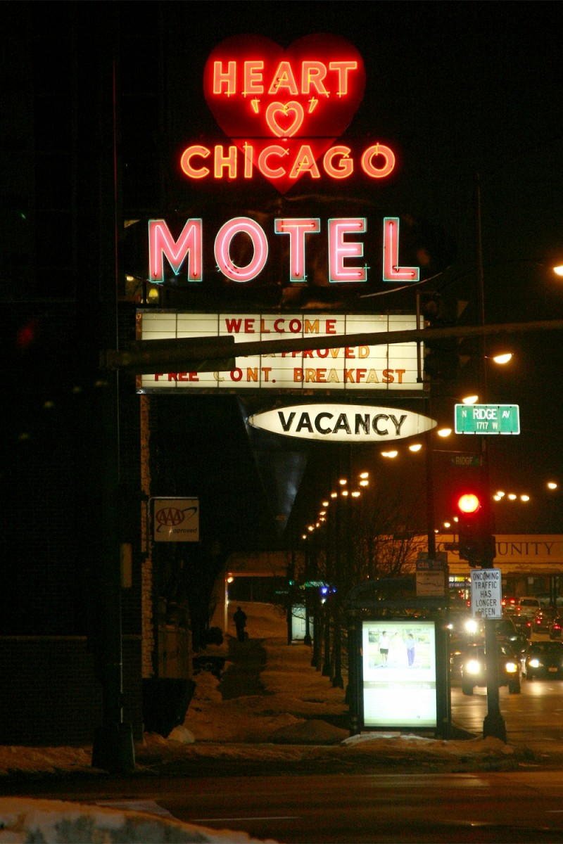 Heart of Chicago Motel sign