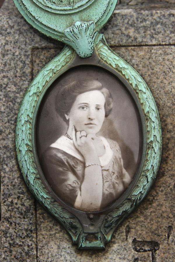 Porcelain portrait on grave stone, Chicago