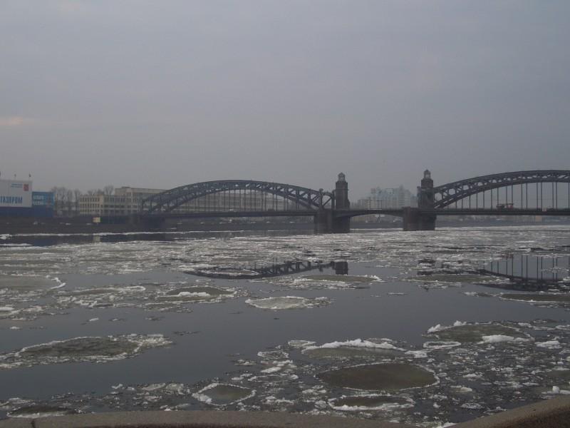 Floating ice, Bolsheohtinskiy bridge