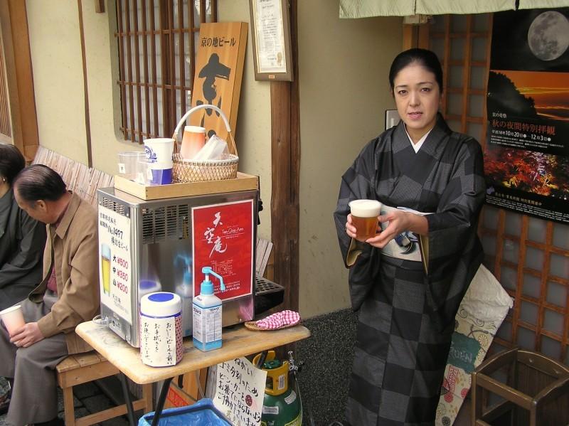beer woman Kiyomizu-dera Japan kyoto