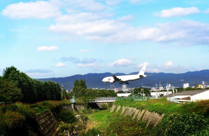 aeroplane Itami landing