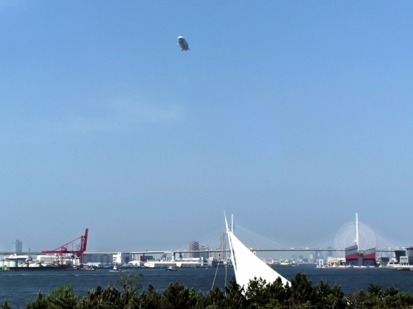 port osaka airship japan osaka-ko sea