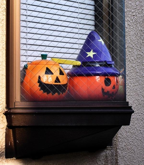 Hallowe'en lantern window Sonoda