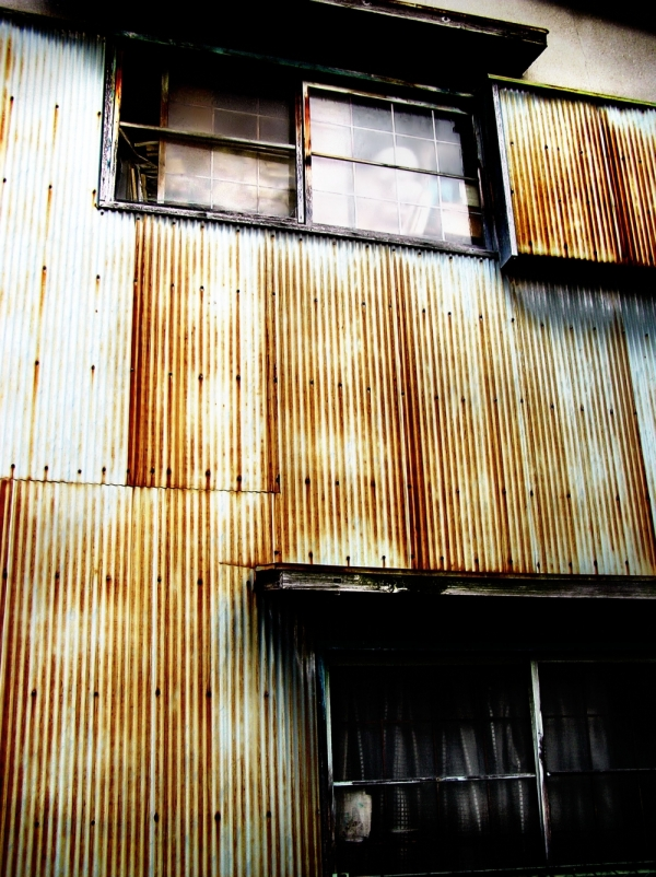 Sonoda neighbourhood house rust metal