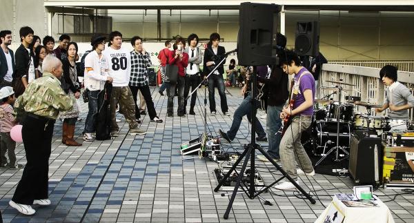 Osaka Umeda street band dancer