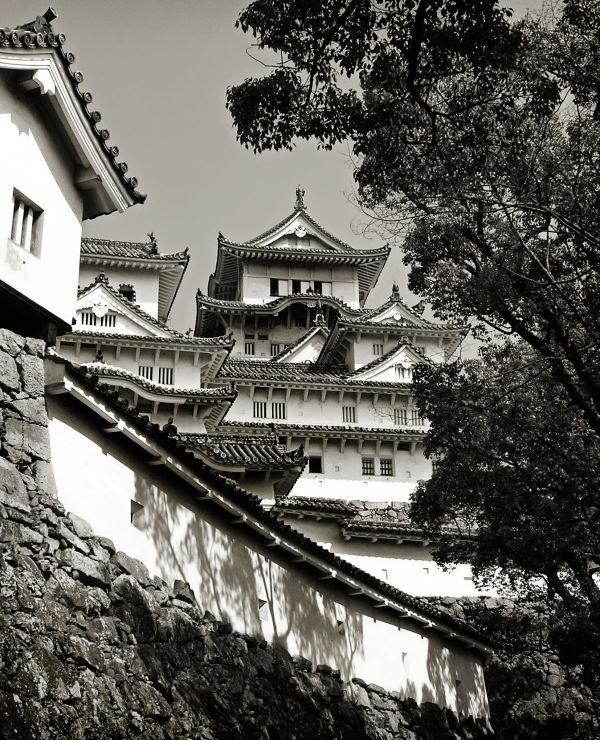 Exploring Himeji Castle 6
