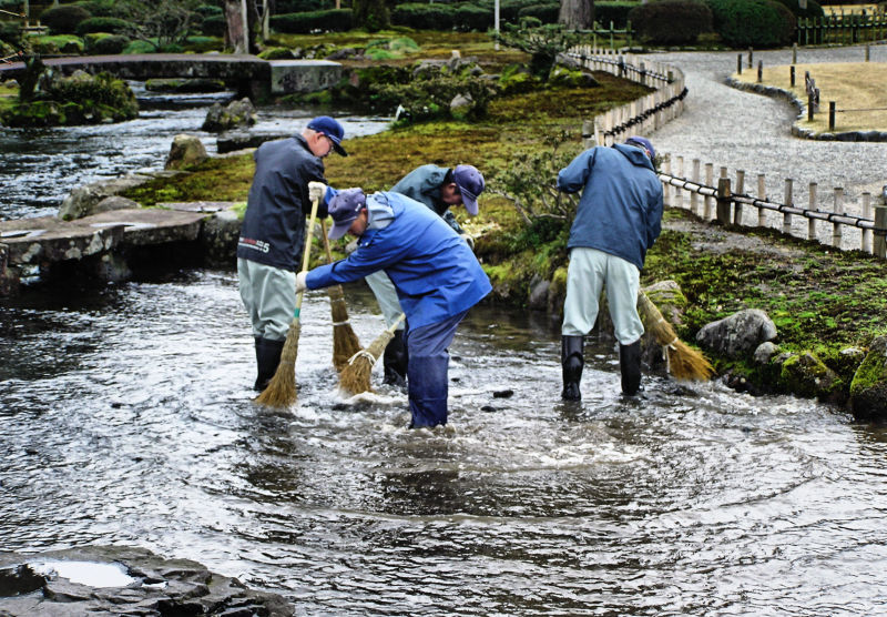Kenrokuen Kanazawa garden gardener stream Japan