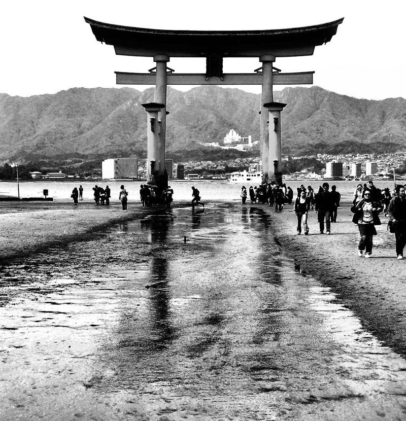 hiroshima japan miyajima itsukushi shrine torii