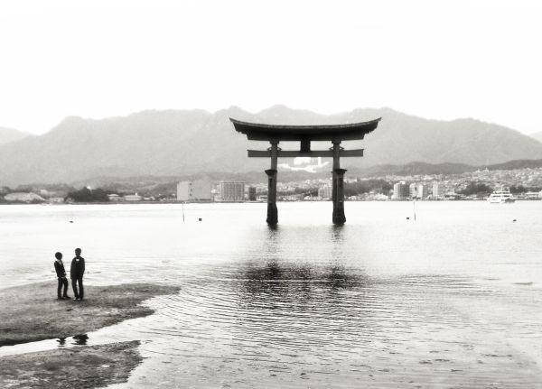hiroshima japan miyajima itsukushima shrine torii