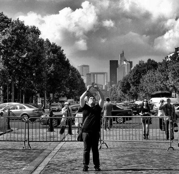 Sightseers, Arc de Triomphe 3