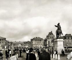 versailles france tourist palace statue