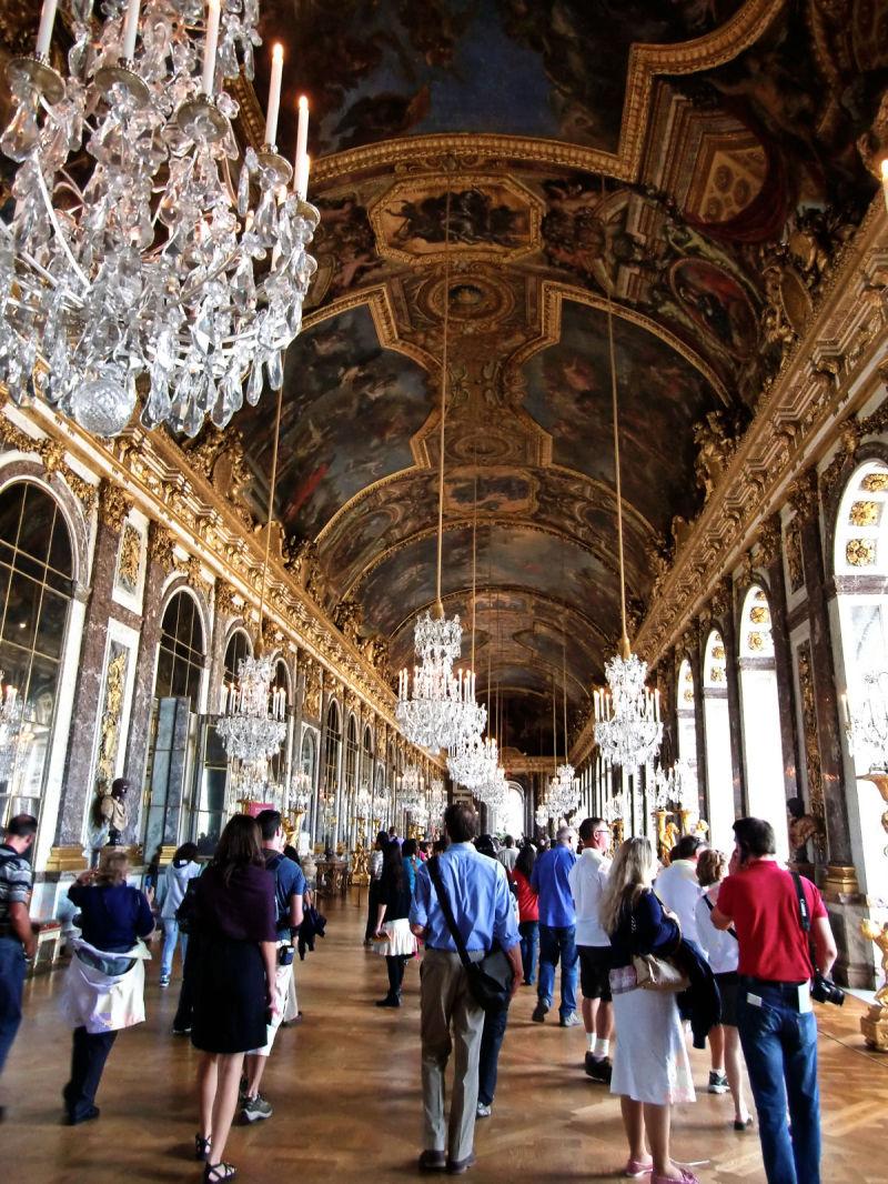 versailles france palace chandelier tourist corrid