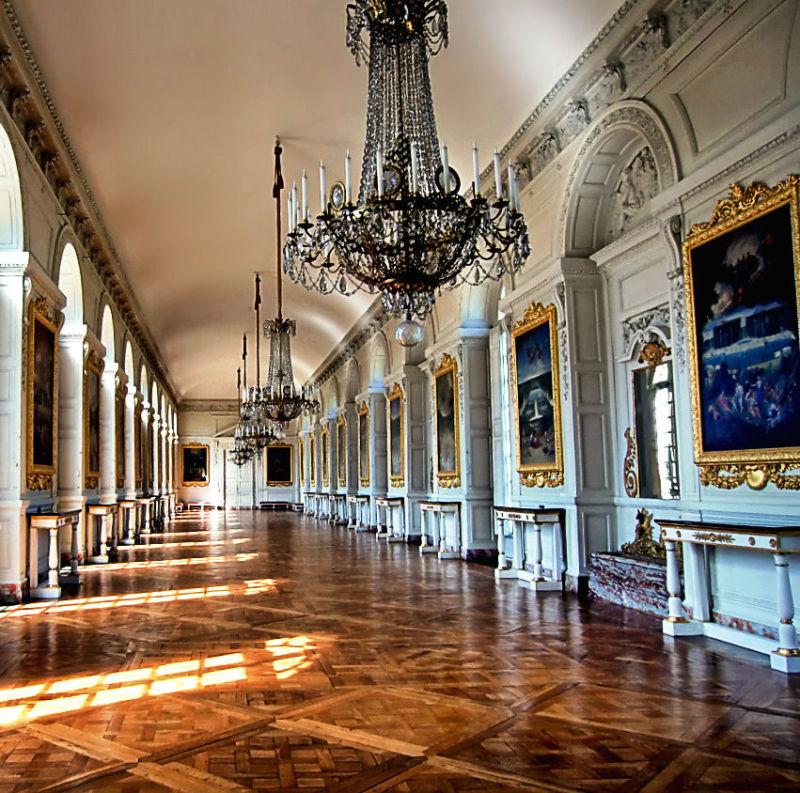 versailles france palace chandelier petit-trianon