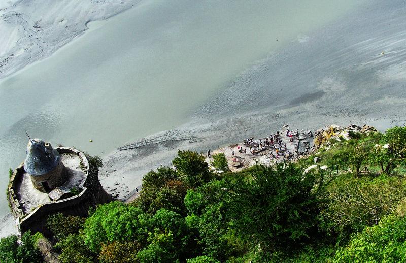 france normandy mont-saint-michel mudflats tourist