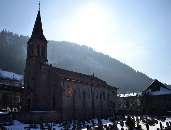 Eglise St Laurent , Châtel