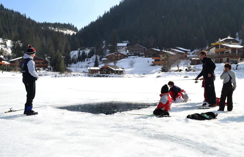 france chatel ice fishing children