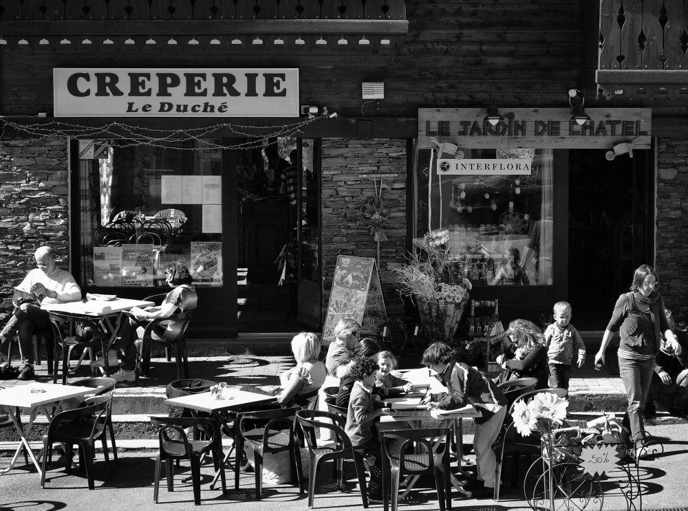 france chatel street restaurant cafe tourist