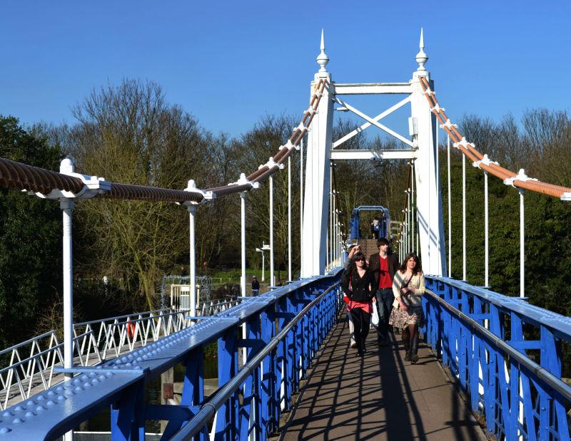 england river thames teddington bridge
