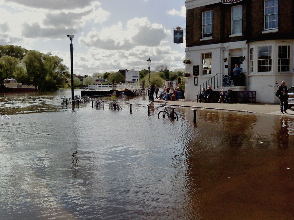 england river thames richmond pub