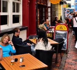 brighton england street cafe restaurant tourist