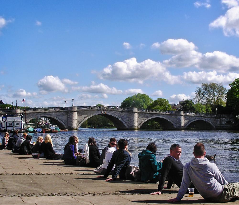 richmond england tourist river thames bridge