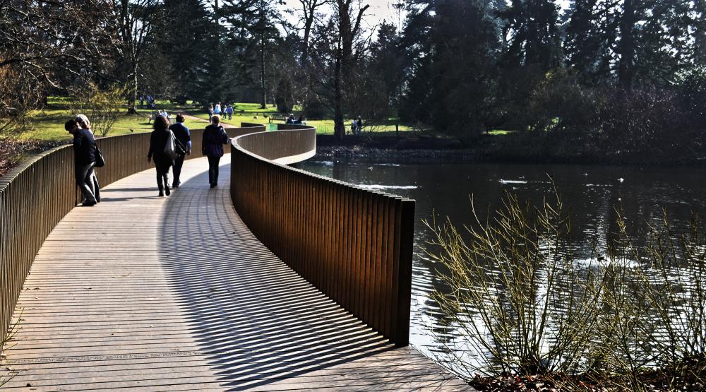 kew-gardens england bridge pond