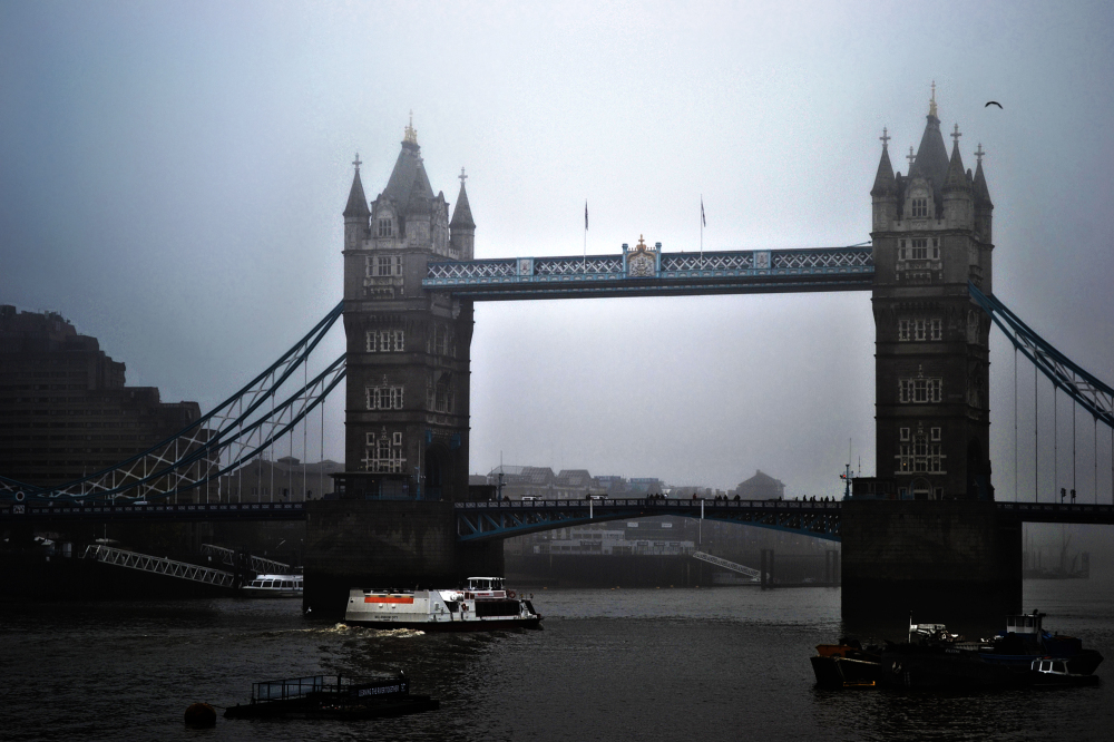 london tower-bridge england fog river Thames