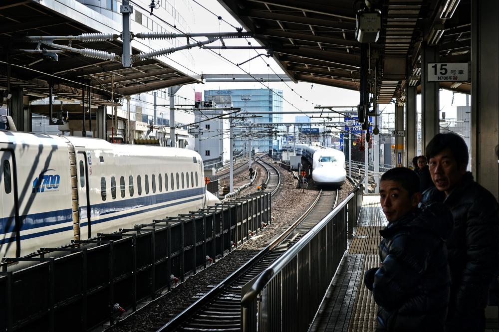 shinkansen train japan nagoya station platform