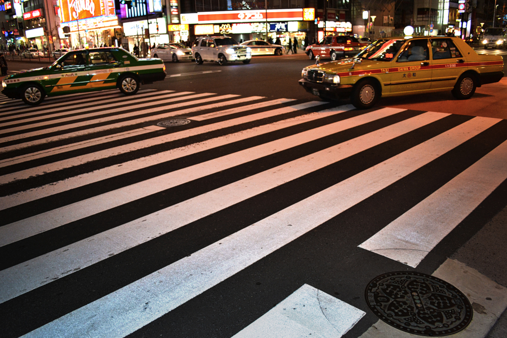 tokyo shinjuku street crossing taxi japan neon