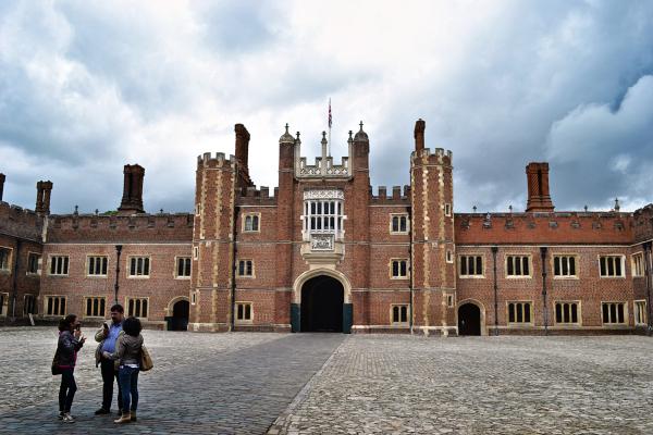 hampton-court palace england