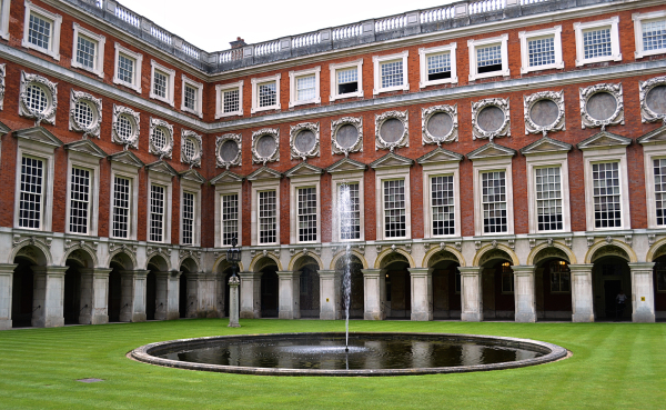 hampton-court palace england fountain
