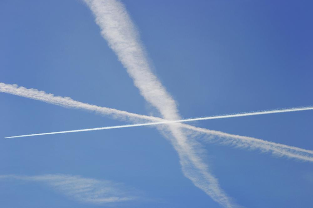 motspur-park england cloud contrail
