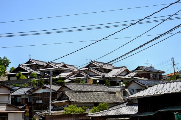 japan kagawa naoshima house power-lines