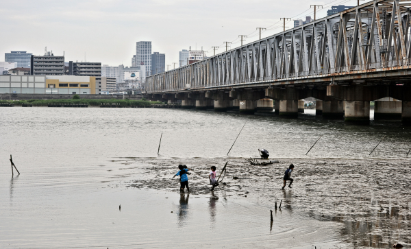 osaka umeda japan yodogawa river bridge children