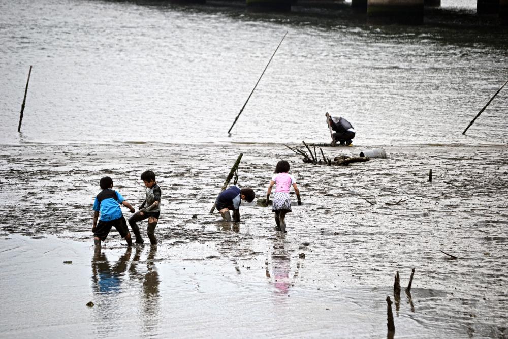 osaka umeda japan yodogawa river children