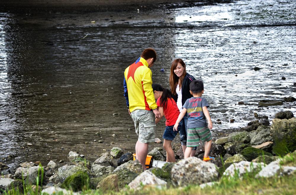osaka umeda japan yodogawa river family