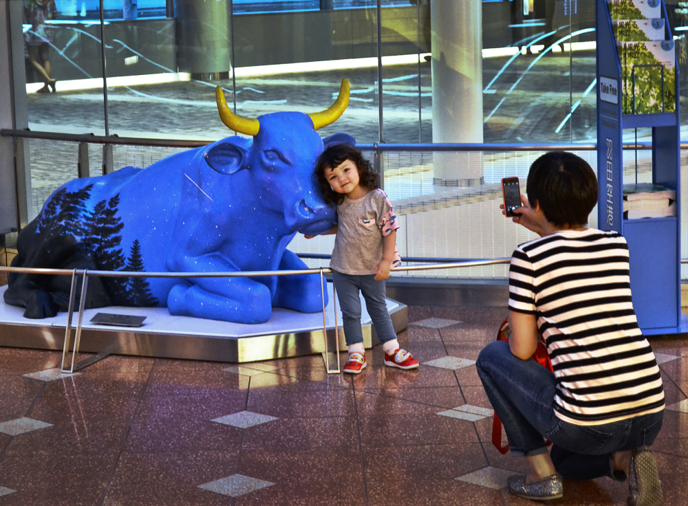 tokyo japan haneda airport mia mayumi sculpture