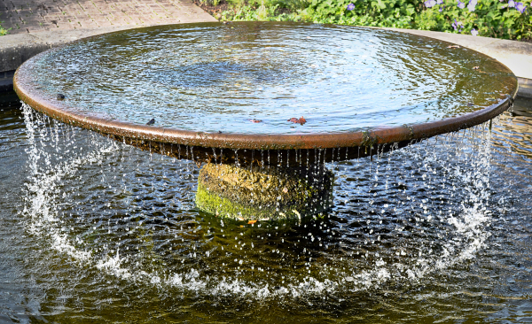 wisley garden england fountain