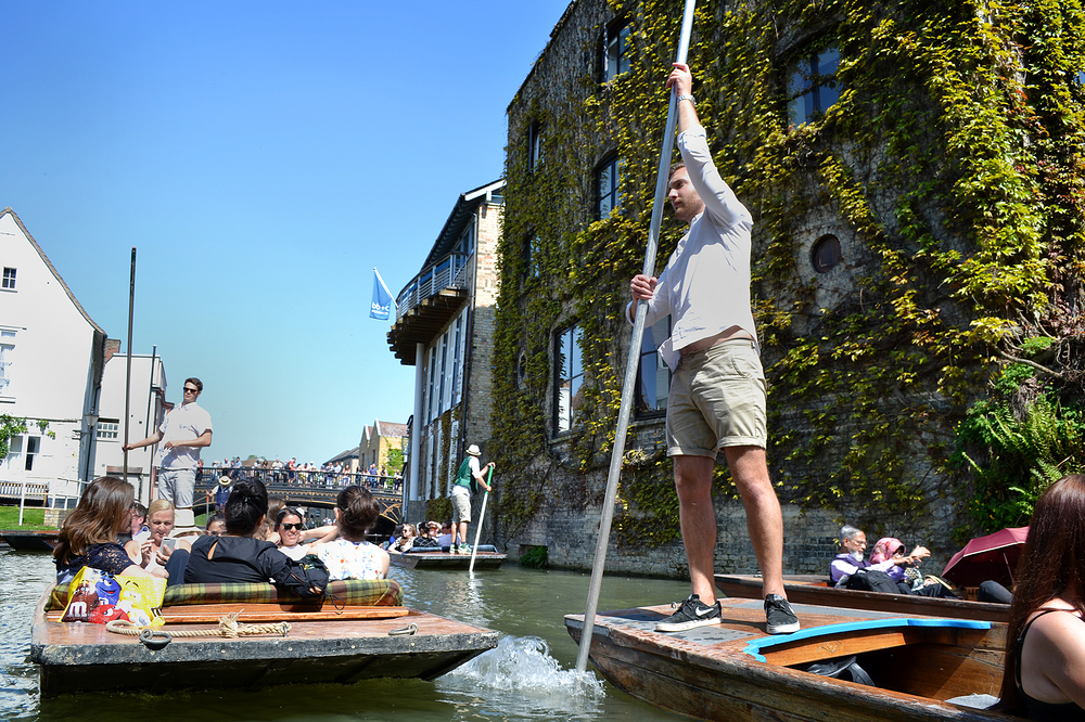 cambridge england river boat punt tourist